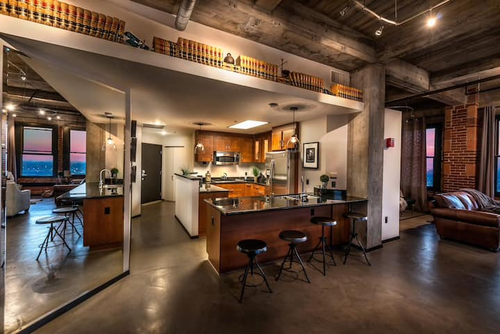 The Banker's Suite in Fresno's Iconic Building