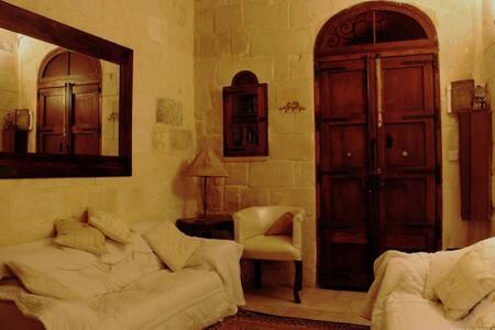 Cosy Character House Mosta DomeArea - Mosta - Rivitalo