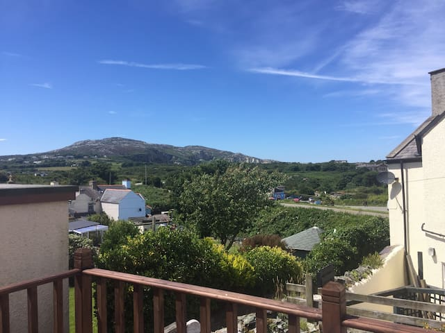Tranquil four storey townhouse - Holyhead - Townhouse