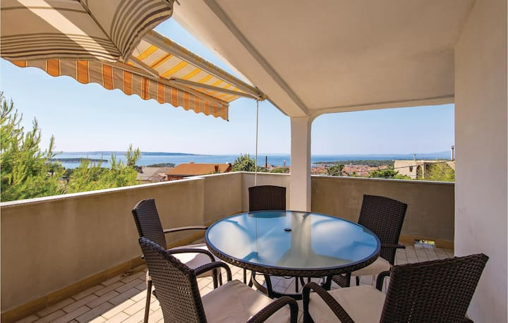 Amazing home in Mundanije with WiFi and 2 Bedrooms