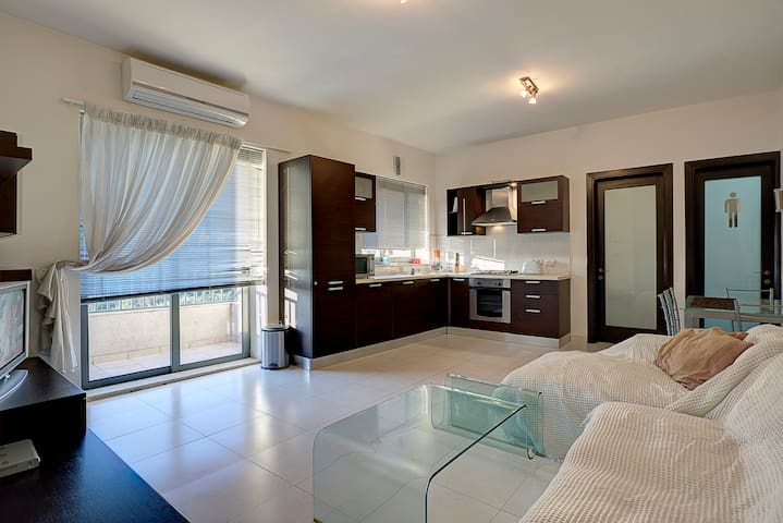 Views Beaches & Restaurants - Gzira - Apartamento