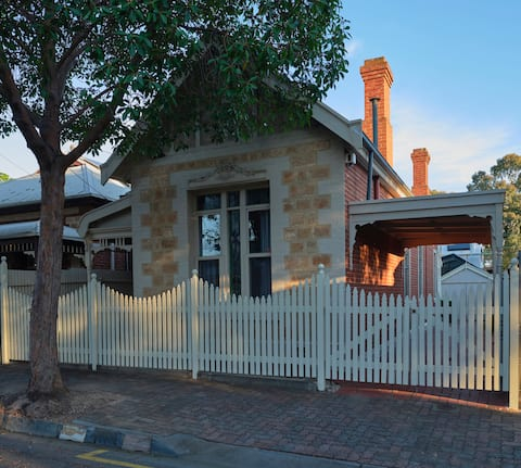Beautiful Cottage located in cosmopolitan Norwood