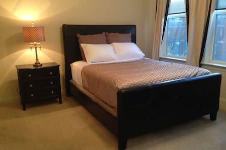 3 blocks t2 Beale,Suite w/QUEEN bed