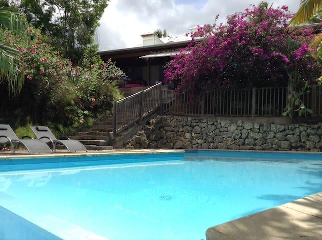 Charmante maison avec piscine 5 ch. - Sainte-Anne - Hus