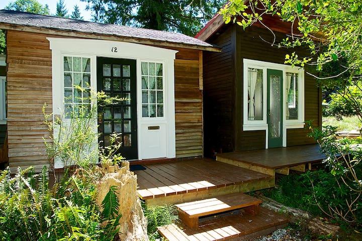 Writer's Cabin - Bowen Island - Stuga