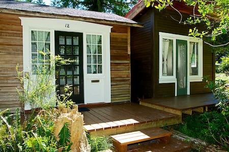 Writer's Cabin - Bowen Island
