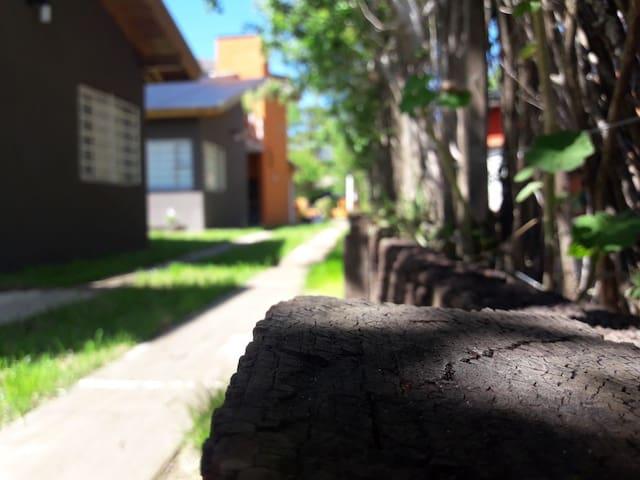 BRISAS DE VILLA GESELL, CABAÑA CON PILETA PARA 3P