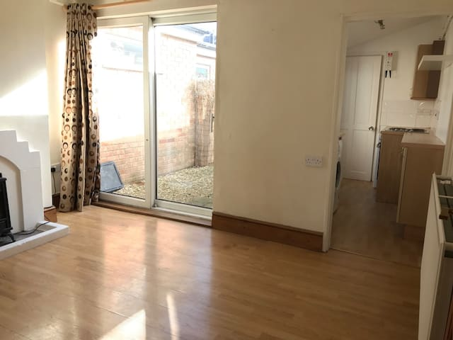 Three bed house very handy for Gold Cup week - Cheltenham - House