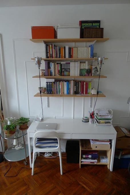 Desk / book shelves