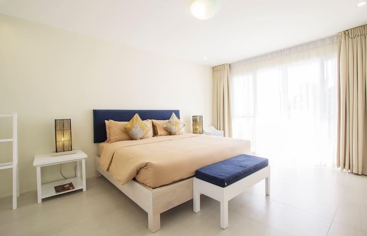 Ouano Beach House - Master's Bedroom (Seaview, Balcony, King Bed)
