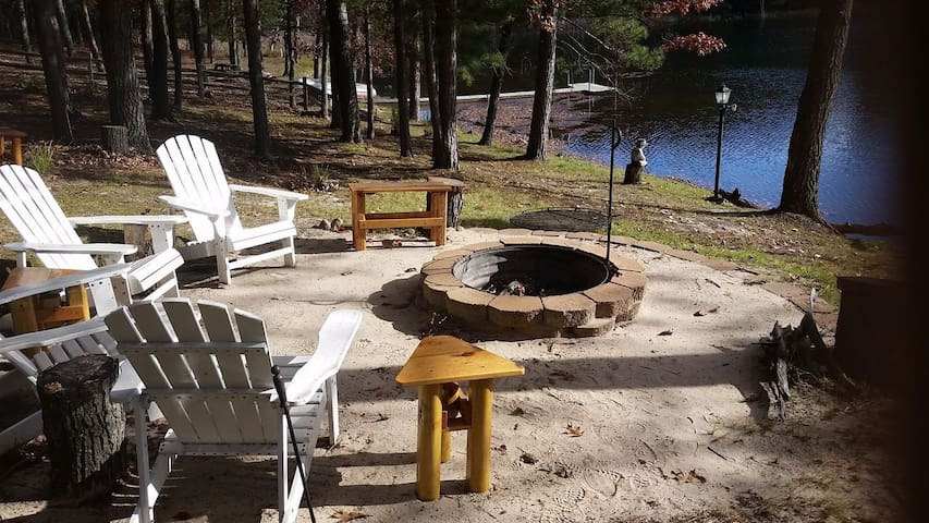 ABBOTT LAKE HOUSE: Spring dates open! Private Cottage! Fireplace, wifi, sleeps 8