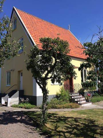 Villa med närhet till strand & stad - Helsingborg - Huis