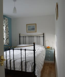 Double bedroom in quiet village. - Loddon