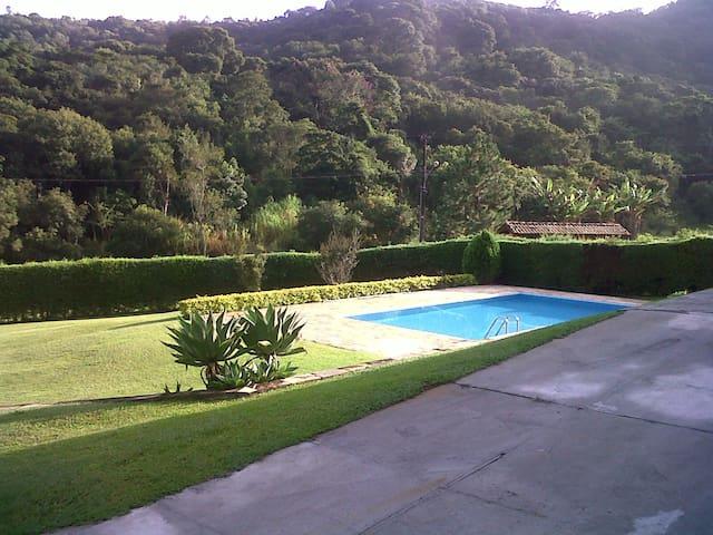 Campo com Conforto e Natureza - Bragança Paulista - House