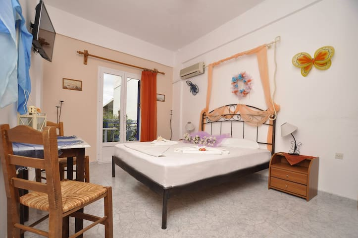 Manos apartment - Posidonia - Apartment