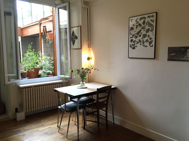 Near the lovely heart of the city! - Les Lilas - Lejlighed
