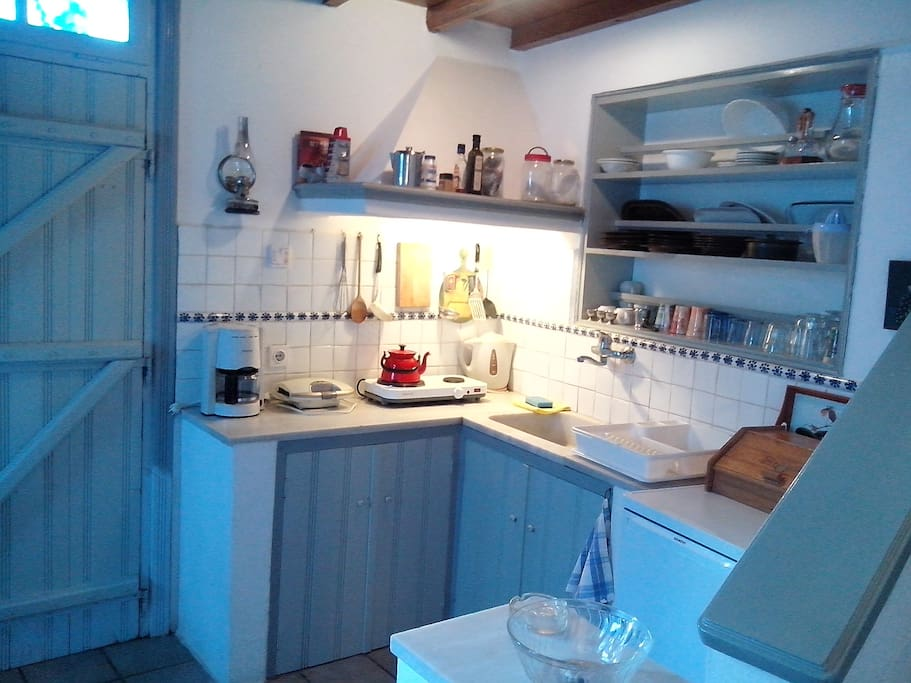 kitchen fully equiped with dining corner in the cool ground floor