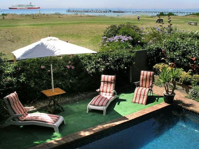 SEACOVE BEACHFRONT  APARTMENT  POOL - Rosebud - Apartamento