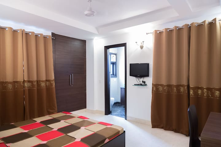 202 Luxury Room in Defence Colony by MapMyRoom