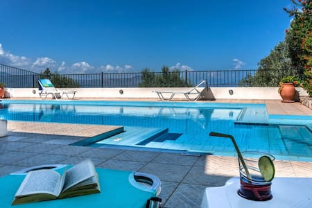 Villa Delfini, a private 3bd villa - Chania