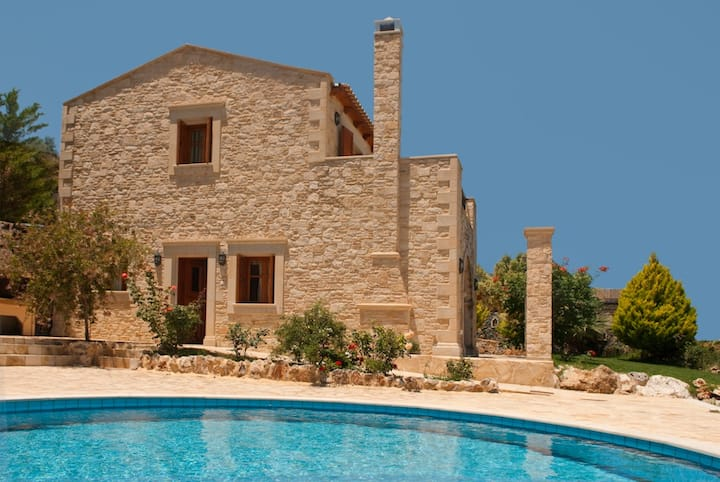 Luxurious Cretan Villa Hill Top