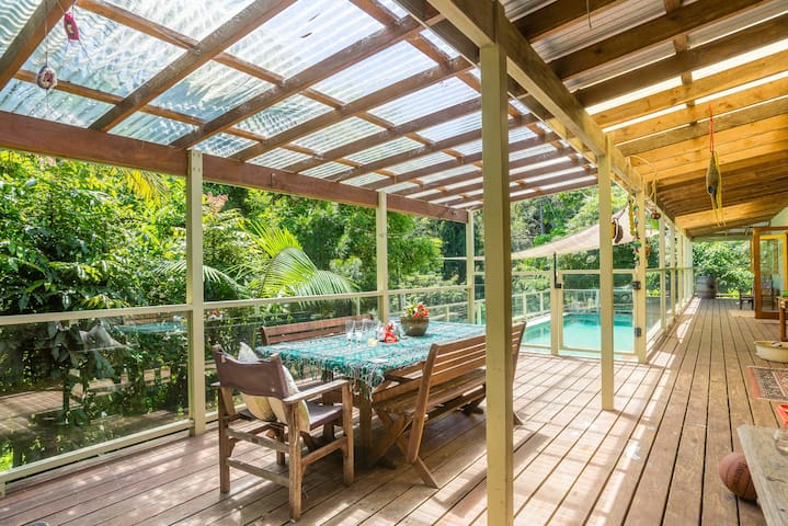 Connect with nature by the pool! - Kincumber - Penzion (B&B)