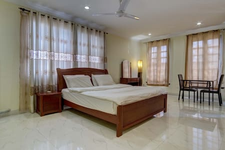 Spacious & Comfy STUDIO Airport Residential Area