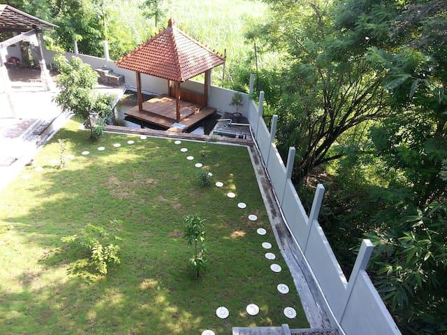 Mahoni Homestay, nuansa alam hijau - Sleman Regency - House