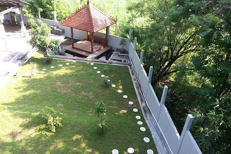 Mahoni Homestay, nuansa alam hijau - Sleman Regency