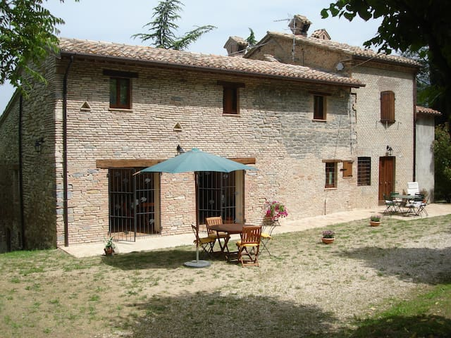 "IL GIRASOLE > Countryside ""luxury & charm"" B&B ! - Matelica - Guesthouse"