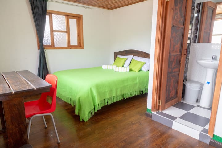 "Hostal El Caminante, Room ""Condor"" In Family House"