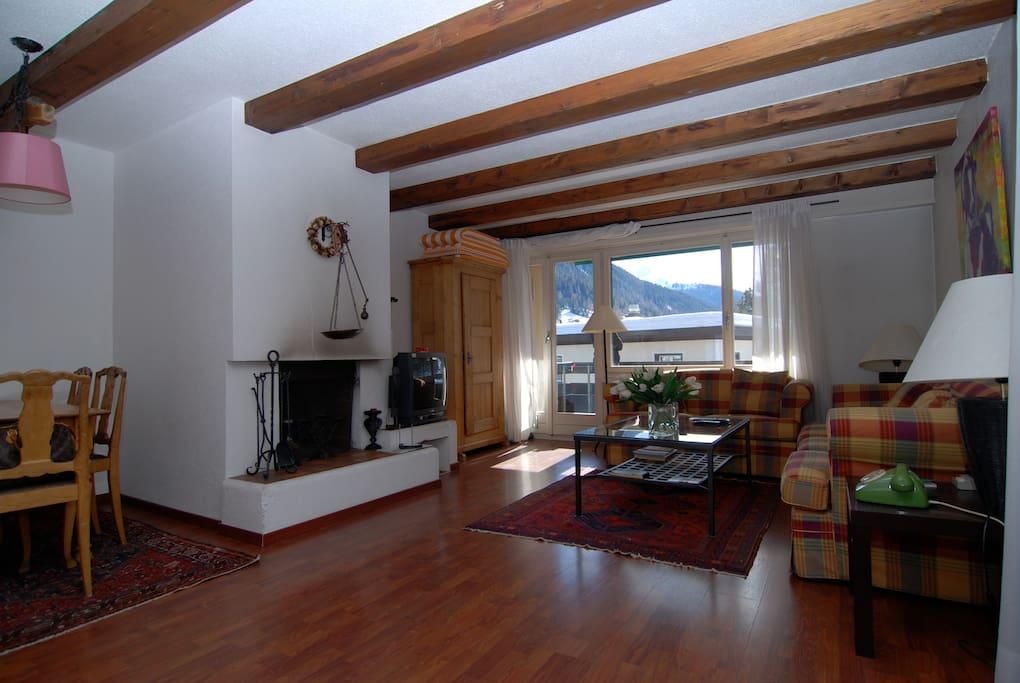 wohnung mit kamin u balkon davos wohnungen zur miete in davos graub nden schweiz. Black Bedroom Furniture Sets. Home Design Ideas