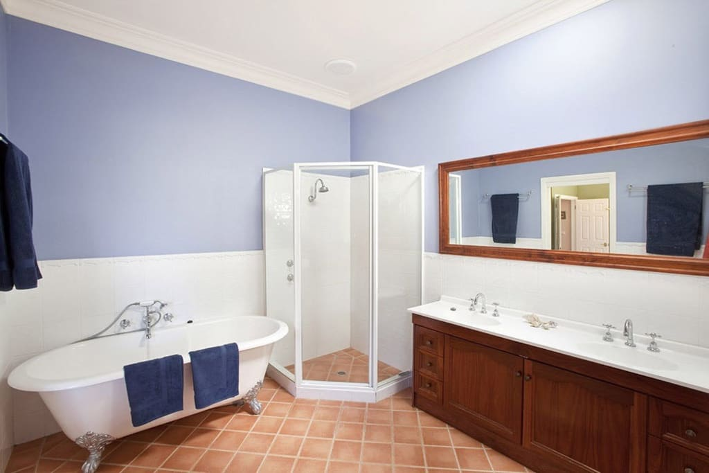 Master en suite bathroom, claw foot bath and walk-in