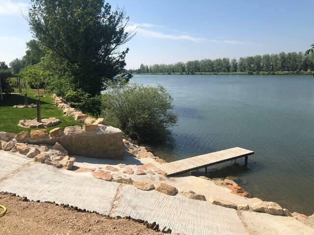Chalet bucolique au bord de l'eau