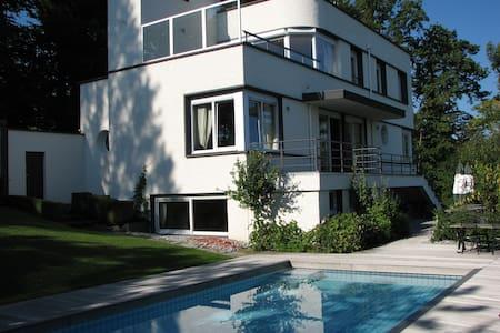 Unieke villa aan meer van Geneve. - Évian-les-Bains - วิลล่า