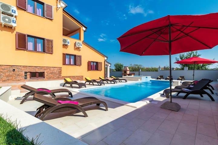 Villa Erica with pool & indoor entertainment