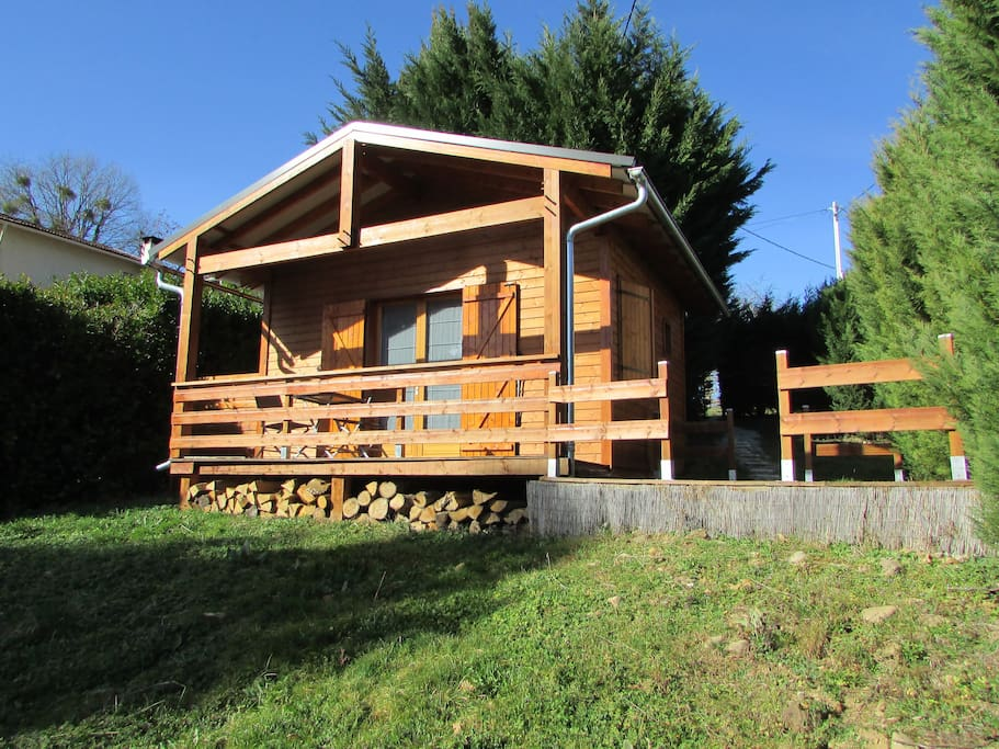 chalet bois authentique dans un crin de verdure chalets for rent in lombr s occitanie france. Black Bedroom Furniture Sets. Home Design Ideas