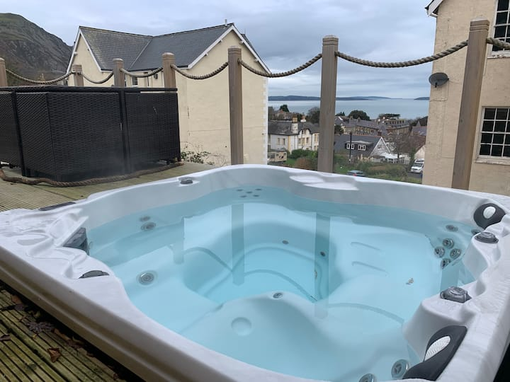 Sea View Bungalow with Decking & Hot Tub, sleeps 5