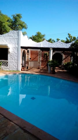Exclusive 2 Bedroom Guest House with Pool - Kilifi - Bungalow