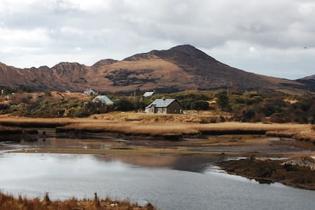 Sneem River House, Sneem, Co. Kerry - 6 Bed - Sleeps 12