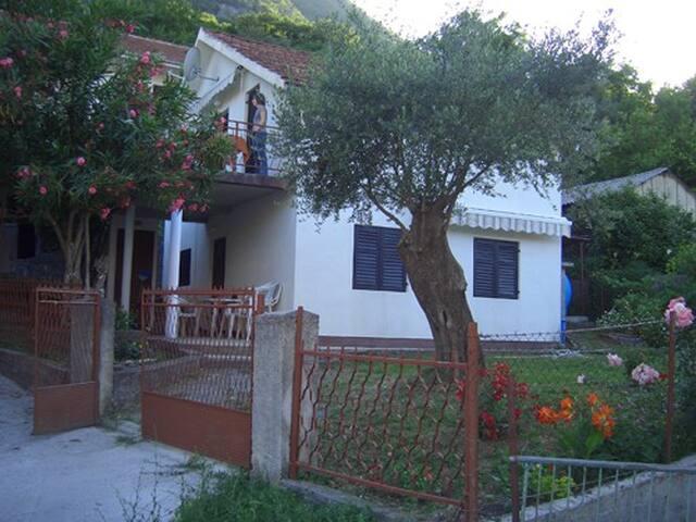 Дом на лето в Бока-Которском заливе - Donji Stoliv - House