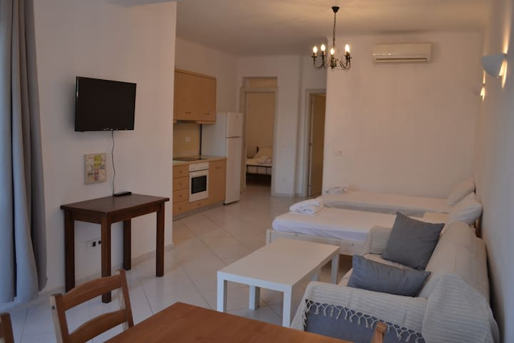 Two Bedroom House for 6 Adults