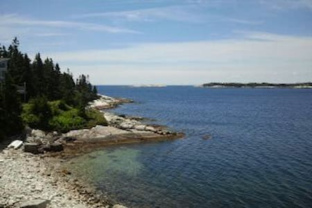 Oceanfront view for nature enthusiasts. - Blind Bay - Hus