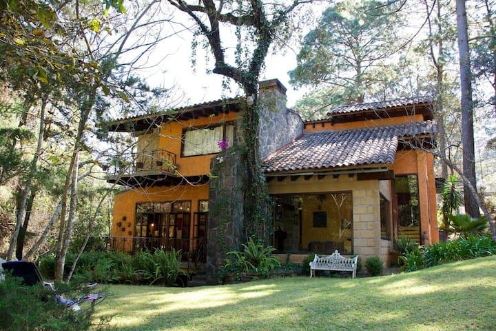 Hermosa casa en  Valle de Bravo/Avándaro