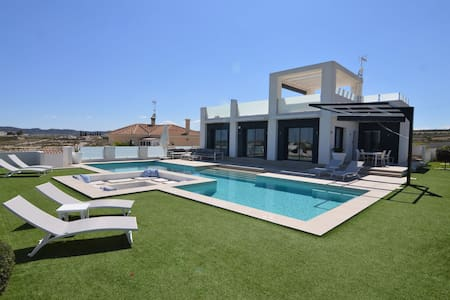 Plushy Villa in Torremendo with Pool and Reservoir Views