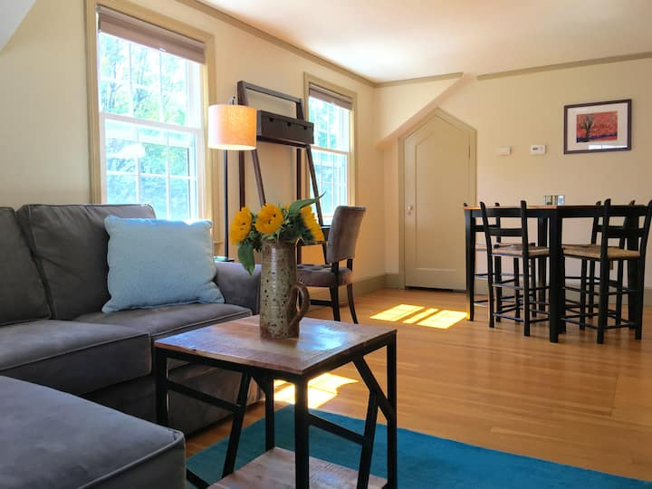 Walk to Cornell and town, Cozy 1 BR apt. sleeps 4