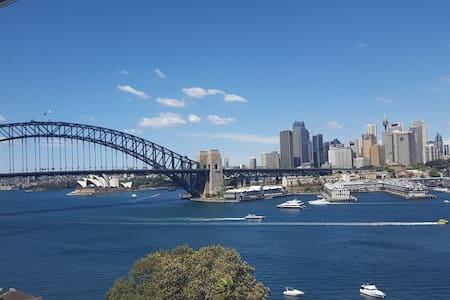 Gorgeous Studio w/ Stunning Harbour Views - McMahons Point