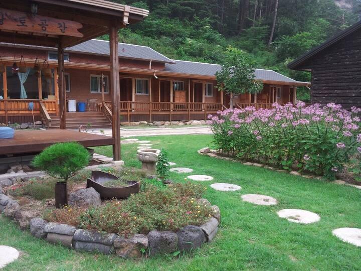 황토와 나무로 지은 산정호수 관광과 힐링을 할 수 있는 공간 2인(황토펜션)