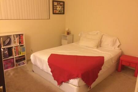 Santa Monica: Perfect Location, 5 min to 3rd Steet - Társasház