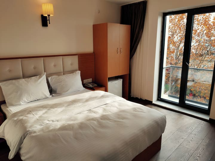 Deluxe double room + No service fee